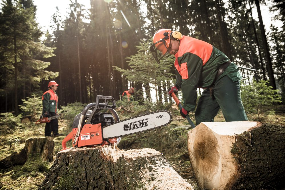 Benzinová pila Oleo-Mac 962 je ideální pro práci v lese i na zahradě