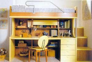 Vhodně zvoleným dětským nábytkem, který využije nejen půdorysnou plochu, ale i výšku místnosti lze prakticky zařídit i malý