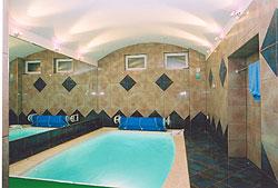 Se svými rozměry 3,50 x 2,20 m je bazén Quiberon určen i pro docela malé nebytové i bytové prostory.