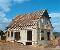 Ideálním konstrukčním systémem pro využití výhod suché výstavby Rigips jsou např. sendvičové dřevostavby