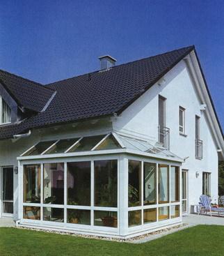 http://cdn.bydleni.com/img/clanky/ae/Zimni-zahrada-zvysuje-komfort-rodinneho-bydleni-1./thumb_foto_1_1159246394.jpg