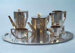 Alfred Pollak: Čajový a kávový servis s podnosem ze stříbra a slonoviny