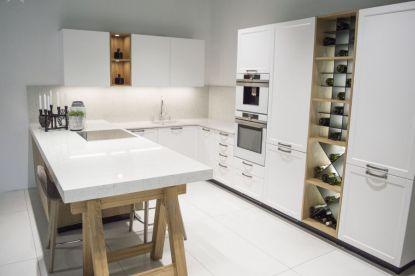 Kuchyňská deska s mramorovým vzhledem