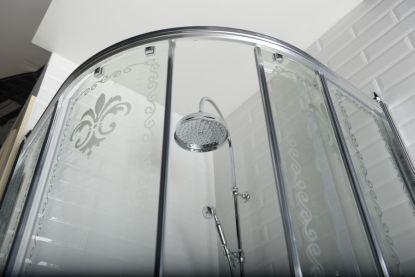 Vybavujeme koupelnu v retro stylu. Jaké vybrat sprchové kouty?