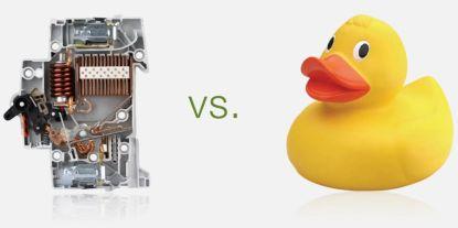 Jistič versus gumová kachnička