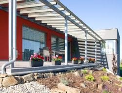 Metalický vzhled okenních profilů - elegantní řešení pro moderní dům