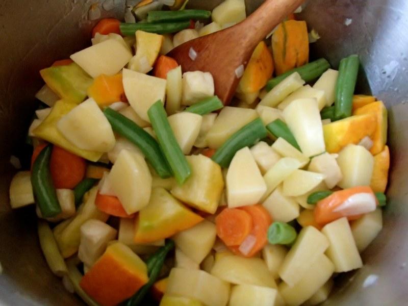 http://cdn.bydleni.com/rimport/img/img/2014_09/thumb_recept_gulas_zeleninovy.jpg