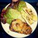 Krůtí prsíčka s ananasem, bagetkou a listovým salátkem ze zahrádky