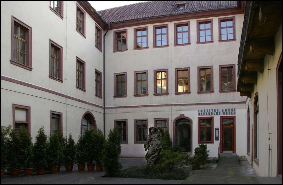 http://cdn.bydleni.com/rimport/jv/1312/thumb_institut.jpg