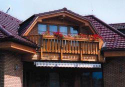 Půvab tradičních dřevěných balkonů