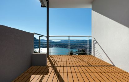 Exkluzivní dřevěná a vinylová podlaha na terasu i kbazénu