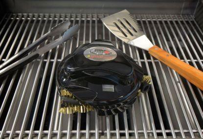 Robotický čistič Grillbot: Zdravé grilování díky čistému grilu