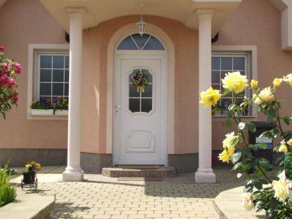 Dveřní výplň dodá vchodovým dveřím tvář