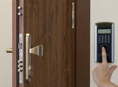 Chystáte se k nákupu nových bezpečnostních dveří? Poradíme vám, jak na to