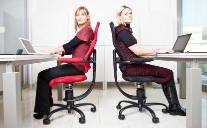 Známe čtyři rady, jak vybírat zdravotní židli, která vás zbaví bolesti zad