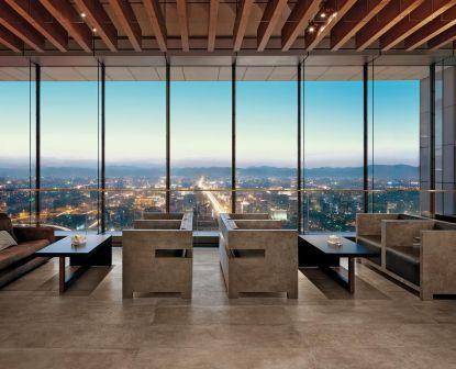 Kvalitní dlažba s industriálními a městskými motivy