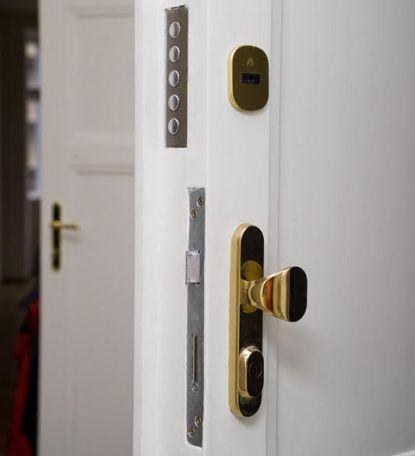 Chraňte svůj domov, vybavte své stávající dveře jedinečným bezpečnostním zámkem CR