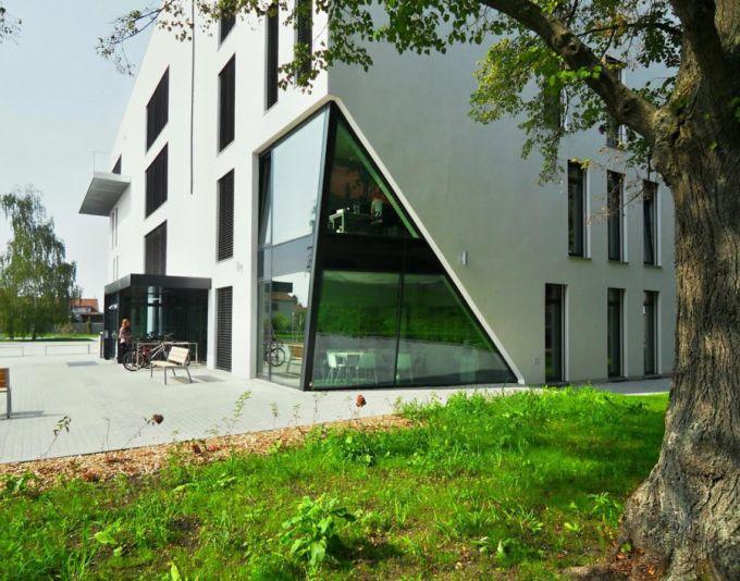 Základní umělecká škola Karla Malicha zvítězila v kategorii Obec v roce 2015. Projekt zaujal jedinečným architektonickým pojetím i nízkými investičními náklady.