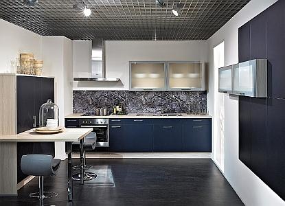 Plocha za kuchyňskou deskou: jaký zvolit materiál