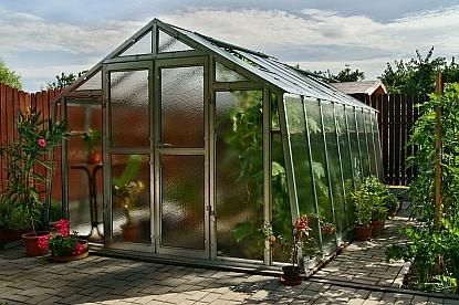 Pořízení skleníku přímo od výrobce má řadu výhod