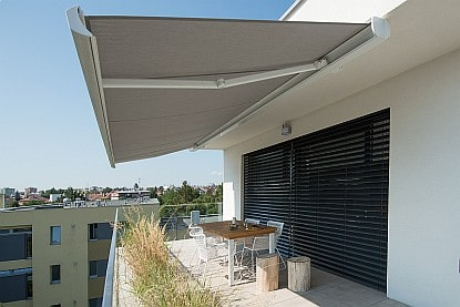 Čím zastínit balkon či lodžii?