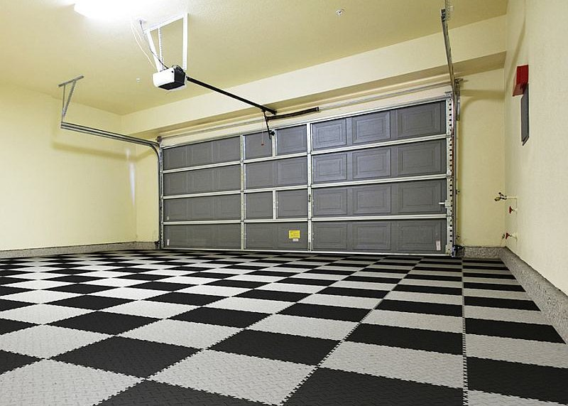 Plastové dlaždice Fortelock Industry - nová podlaha v garáži - šedo-černá mozaika, dezén diamant