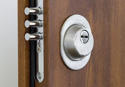 Objevte tajemství výroby bezpečnostních dveří