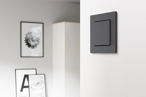 Puristický design a odolné materiály - nová Gira E2