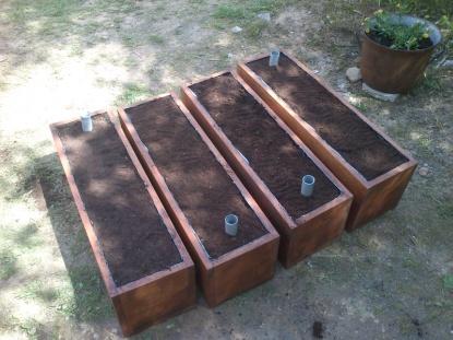 Vypěstujte si bylinky či zeleninu v užitkovém samozavlažovacím truhlíku vlastní výroby