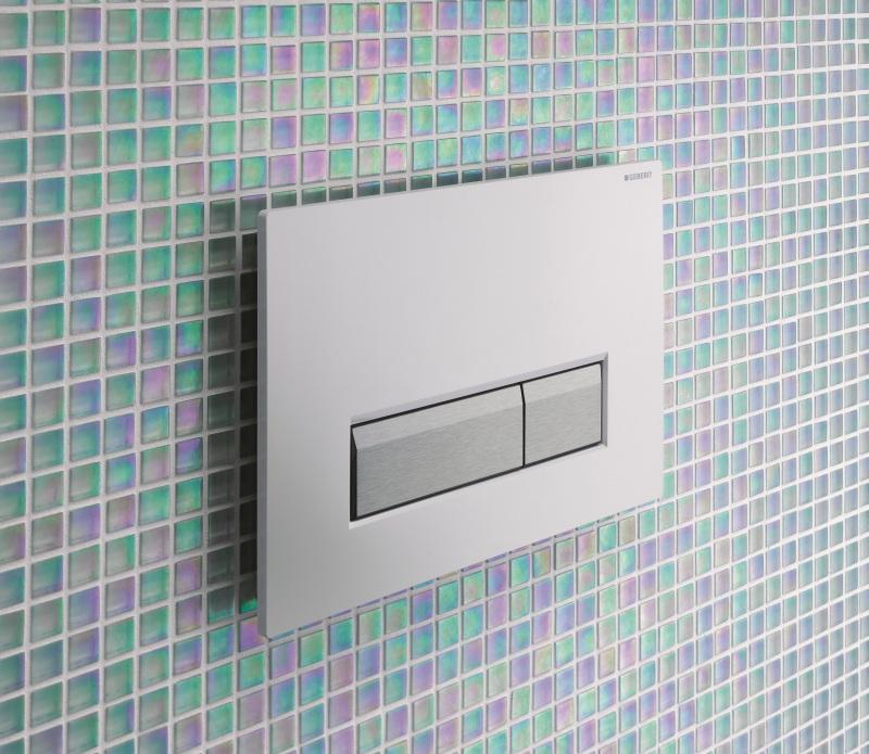 Ovládací tlačítko Sigma 40 je mírně odsazené od stěny, aby se čistý vzduch mohl vrátit zpět do místnosti.