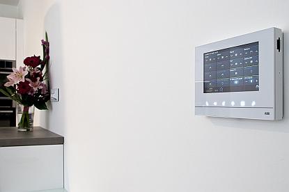 Nahlédnutí do budoucnosti rodinných domů: digitální řešení od ABB mění náš způsob bydlení