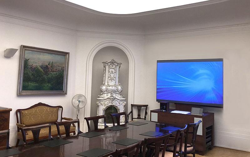 """Moderní zasedací místnost """"na klíč"""" v historických prostorách poblíž staroměstského orloje, AV vybavení """"v kostce"""""""