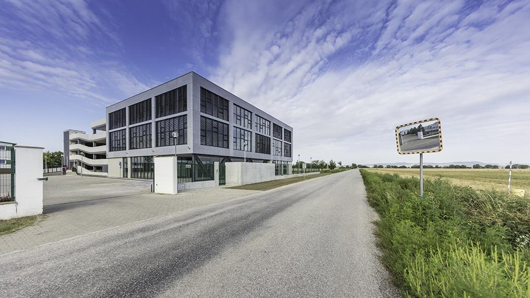 Administrativní budova společnosti EKOM v Piešťanech. Architektura: DELTA Projektconsult. Fotograf: Tomáš Haverlík, zdroj: DELTA