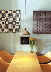 Kombinace vhodné barvy a vhodných doplňků vytváří harmonické propojení barev v interiéru.