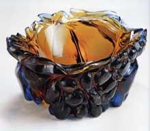 René Roubíček, Ovoce, mísa z přejímaného skla s reliéfním výbrusem ze školního brusičského oddělení, 1946. Foto - Galerie SUPŠ Kamenický Šenov
