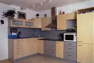 Kuchyň je přesně v duchu filozofie celého bytu - hodně světla, vzduchu a prostoru.