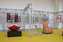 Designstory - žlutá barva označuje expozice škol