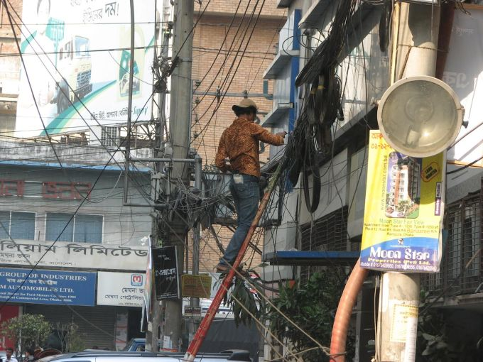 I takhle mnohdy vypada elektoinstalace v Indii