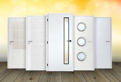 Bílé dveře se hodí do každého interiéru