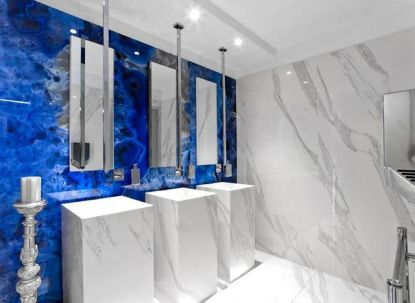 S dlažbou ve vzhledu mramoru dodáte luxus do vaší koupelny a nebude vás stát jmění