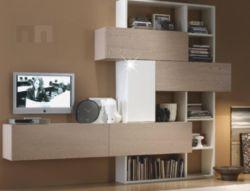 Obývací stěna s netradičním rozmístění skříněk