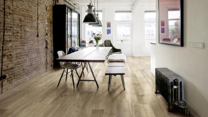 Woodmania, neodolatelná imitace dřevěné podlahy z keramiky z nabídky Los Kachlos