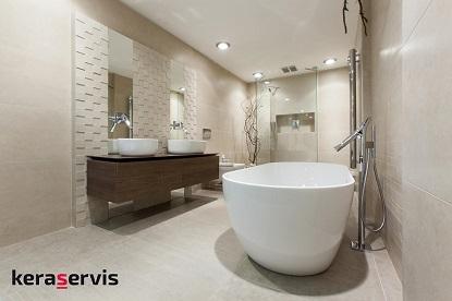 Moderní koupelny roku 2017 hlásají studený a přírodní kontrast