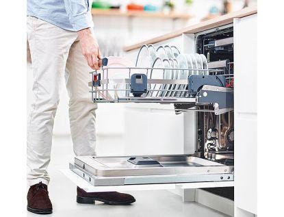Díky Electrolux ComfortLift® se už k myčce nemusíte ohýbat