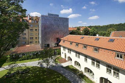Realizace: Objekt s historizujícími střešními okny Solara KLASIK