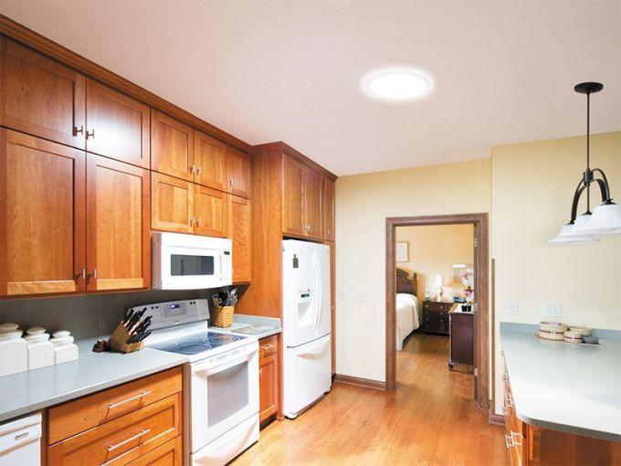 Kuchyň plná světla je místem příjemným pro práci