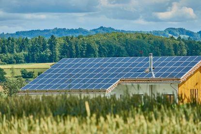 Jak vybrat sluneční elektrárnu na střechu, zahradu či chatu?