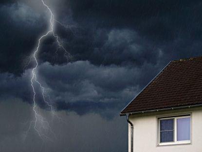Neproplacení pojistného plnění po vichřici? Příčinou mohou být pojistné podmínky