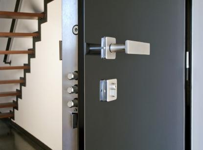 Vybíráme bezpečnostní dveře: Zaměřte se na jejich původ