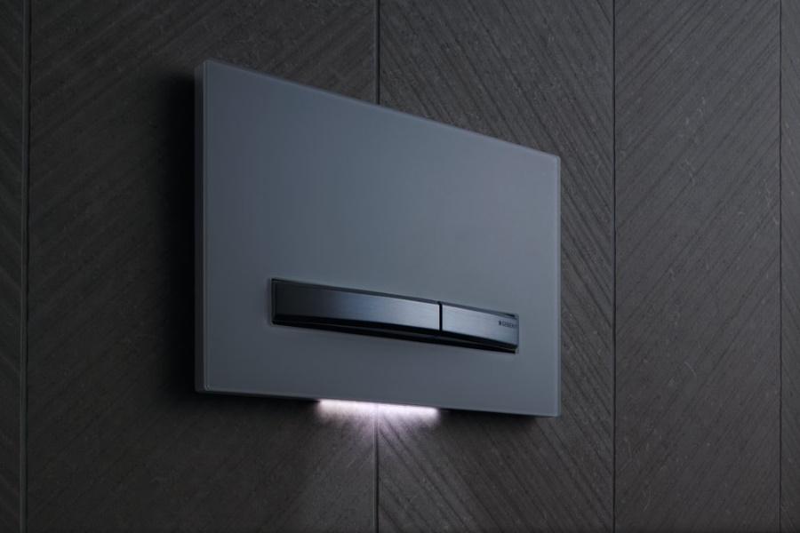 Podsvícení tlačítka vás navede přímo k toaletě.